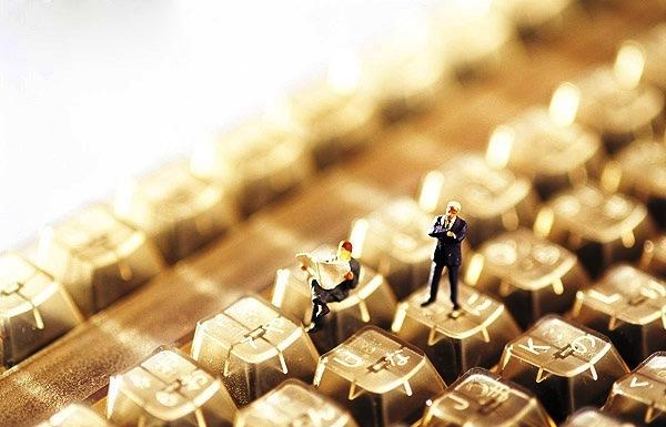 Συνεχίζει τα ρεκόρ το e-commerce, φθάνει σε τρισεκατομμύρια ευρώ και ανοίγει ασφαλιστικές εργασίες