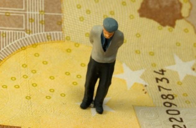 Επιπόλαια και χωρίς -ασφάλειες- η λύση του Συνταξιοδοτικού