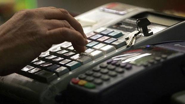 Βαριά πρόστιμα και λουκέτα σε όσους «πειράζουν» τις ταμειακές μηχανές
