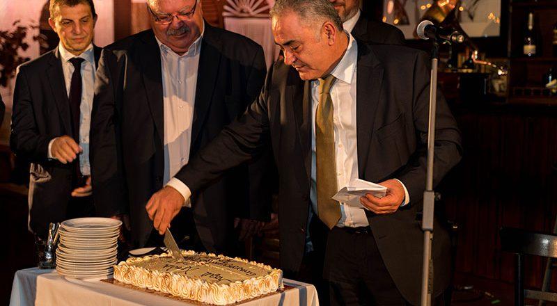 Η οικογένεια του ΕΕΑ έκοψε την πρωτοχρονιάτικη πίτα της