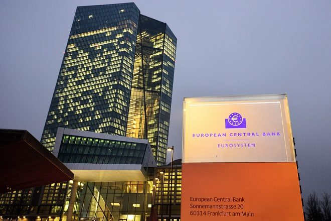 Όλες οι επιλογές ανοικτές για τη νομισματική πολιτική στην ευρωζώνη