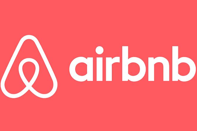 Σε μερική αποζημίωση των πελατών της προχωρά η Airbnb