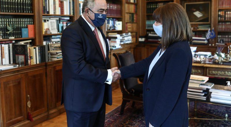 Στην Πρόεδρο της Δημοκρατίας αντιπροσωπεία της ΚΕΕΕ με επικεφαλής τον Γ. Χατζηθεοδοσίου